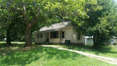 Purcell Single Family Home For Sale: 830 S 2nd