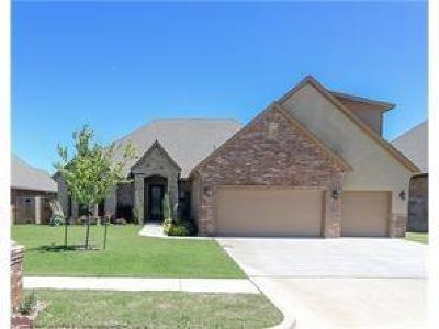 Moore Single Family Home For Sale: 3708 Sendera Lakes Drive