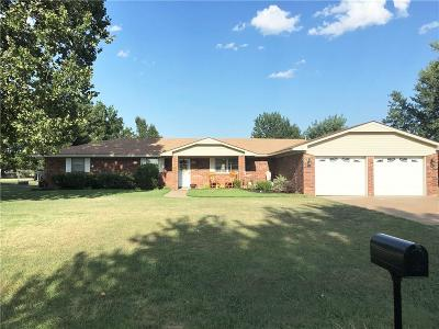 Single Family Home For Sale: 604 S Pine