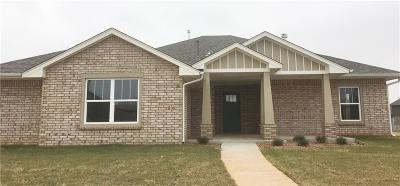 Warr Acres Single Family Home For Sale: 7101 Cherokee Crossing East