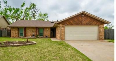 Edmond Single Family Home For Sale: 309 Bluegrass Ln