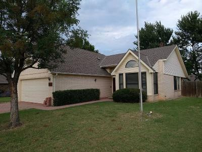 Norman Single Family Home For Sale: 1517 Wilderness Drive
