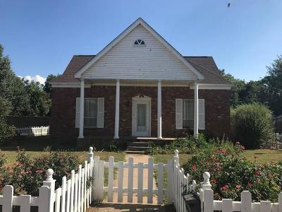 Mangum OK Single Family Home For Sale: $55,500