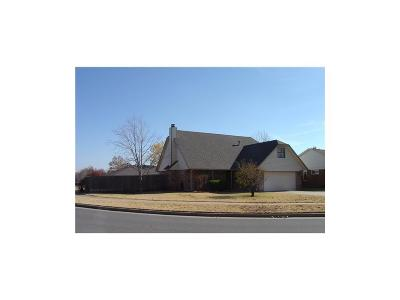 Edmond Single Family Home For Sale: 504 Rolling Hills Terrace
