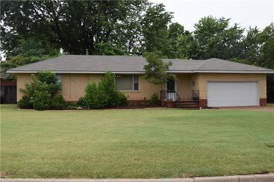 Del City Single Family Home For Sale: 213 Burk Way