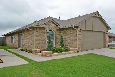 Moore Single Family Home For Sale: 644 37th Street