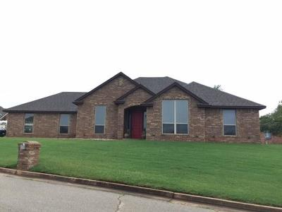 Purcell Single Family Home For Sale: 2225 Oakridge Drive