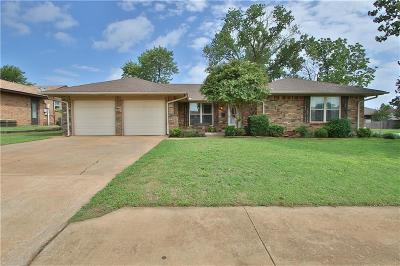Moore Single Family Home For Sale: 1013 E Hills Drive