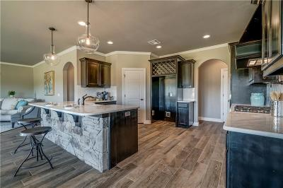 Single Family Home For Sale: 2501 Trails Head Drive