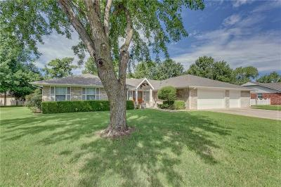 Moore Single Family Home For Sale: 3409 Fairway