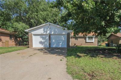 Midwest City Single Family Home For Sale: 221 W Campbell Drive