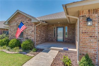Warr Acres Single Family Home For Sale: 7019 Cherokee Crossing East
