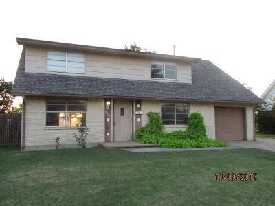 Moore Single Family Home For Sale: 805 Penn