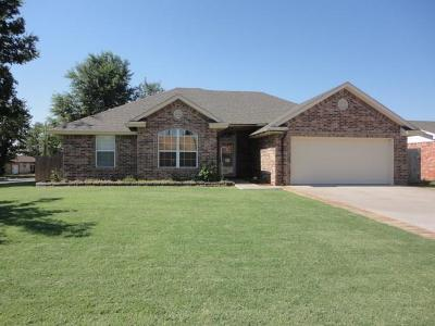 Chickasha Single Family Home For Sale: 1 Hillcrest Drive