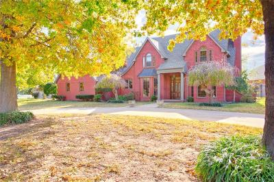 Shawnee Single Family Home For Sale: 2704 Crown Point