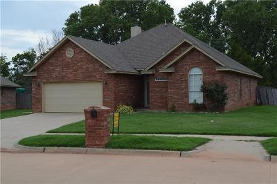 Mustang Single Family Home For Sale: 301 S Castlerock Lane