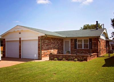 Mustang Single Family Home For Sale: 304 S Silver Drive