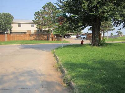 Canadian County, Oklahoma County Condo/Townhouse For Sale: 4100 N Drexel #D