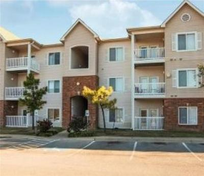 Norman Condo/Townhouse For Sale: 2200 Classen Boulevard #4124