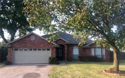 Norman Single Family Home For Sale: 405 Waterfront Drive