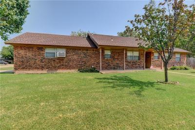 Moore Single Family Home For Sale: 2200 Crystal Drive