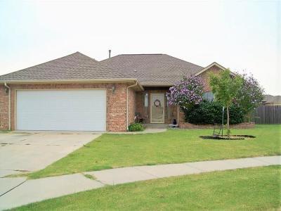 Moore Single Family Home For Sale: 4101 Mackenzie