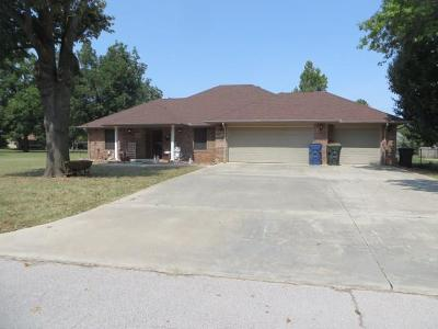 Chickasha Single Family Home For Sale: 1822 W Mississippi Avenue