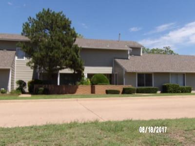 Oklahoma County Condo/Townhouse For Sale: 2703 Indian Creek Boulevard