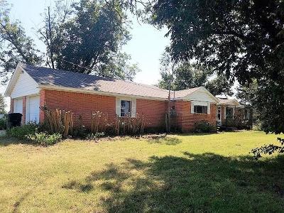 Chickasha Single Family Home For Sale: 627 Cranton Drive