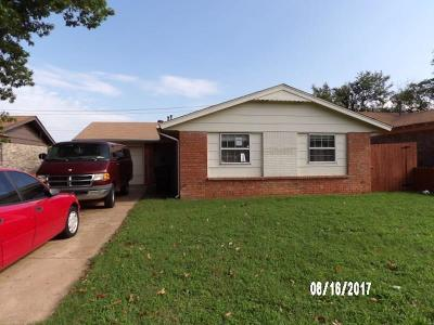 Midwest City Single Family Home For Sale: 327 W Michael Drive