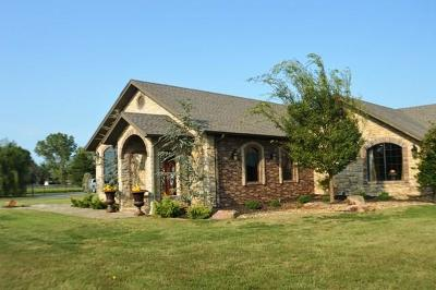 Lincoln County Single Family Home For Sale: 104512 Eastridge #J