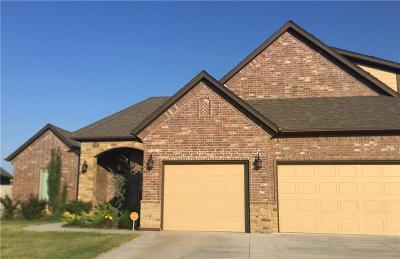 Moore Single Family Home For Sale: 3912 Sendera Lakes Drive