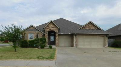 Moore Single Family Home For Sale: 3200 Sparrow Drive