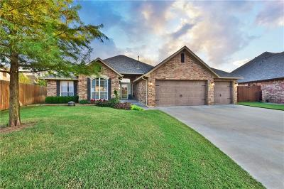 Moore Single Family Home For Sale: 520 Woods Way