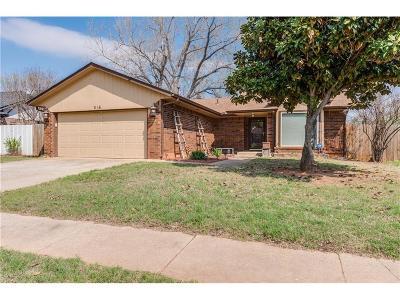 Moore Single Family Home For Sale: 516 Marathon