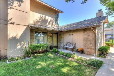 Oklahoma County Condo/Townhouse For Sale: 9619 Hefner Village