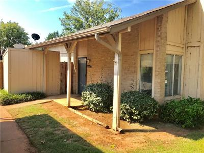Oklahoma County Condo/Townhouse For Sale: 9656 Hefner Village