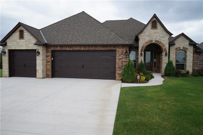 Moore Single Family Home For Sale: 3700 Sendera Lakes