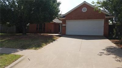 Moore Single Family Home For Sale: 536 Fire Light Drive
