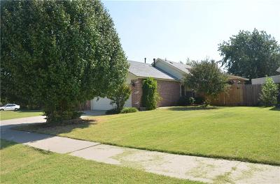 Moore Single Family Home For Sale: 2602 Lonnie Lane