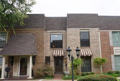 Oklahoma County Condo/Townhouse For Sale: 7820 Old Hickory Lane