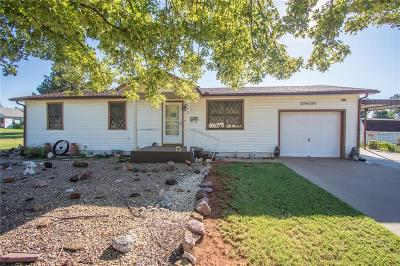 Elk City Single Family Home For Sale: 202 S Lincoln