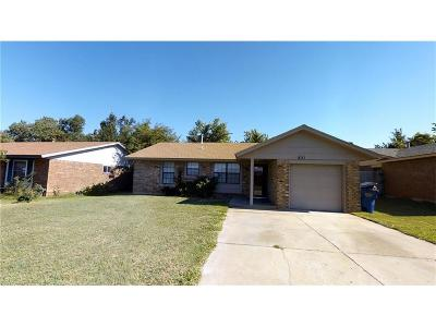 Mustang Single Family Home For Sale: 821 W Perry