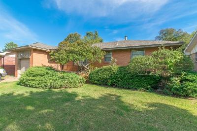 Oklahoma City Single Family Home For Sale: 2424 Gladstone Terrace