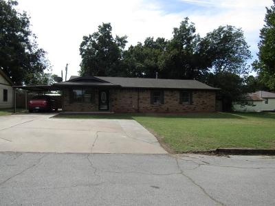 Chickasha Single Family Home For Sale: 523 W Virginia