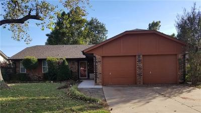 Moore Single Family Home For Sale: 508 Wood Hollow