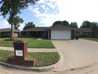 Moore Single Family Home For Sale: 1320 NW 8th Street