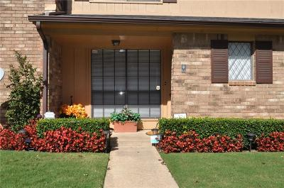 Oklahoma County Condo/Townhouse For Sale: 835 Two Forty Place