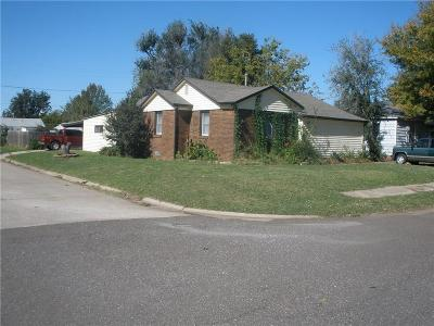 Midwest City Single Family Home For Sale: 501 E Rickenbacker