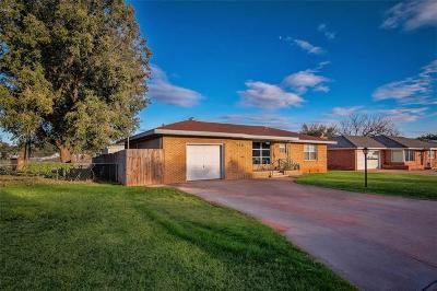 Elk City Single Family Home For Sale: 118 Sunset